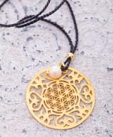 Halskette mit Mandala Blume des Lebens und Süßwasserperle sowie Seidenband