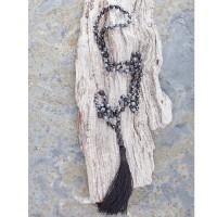Schneeflocken-Obsidian mit Lavaperlen in Detailabbildung